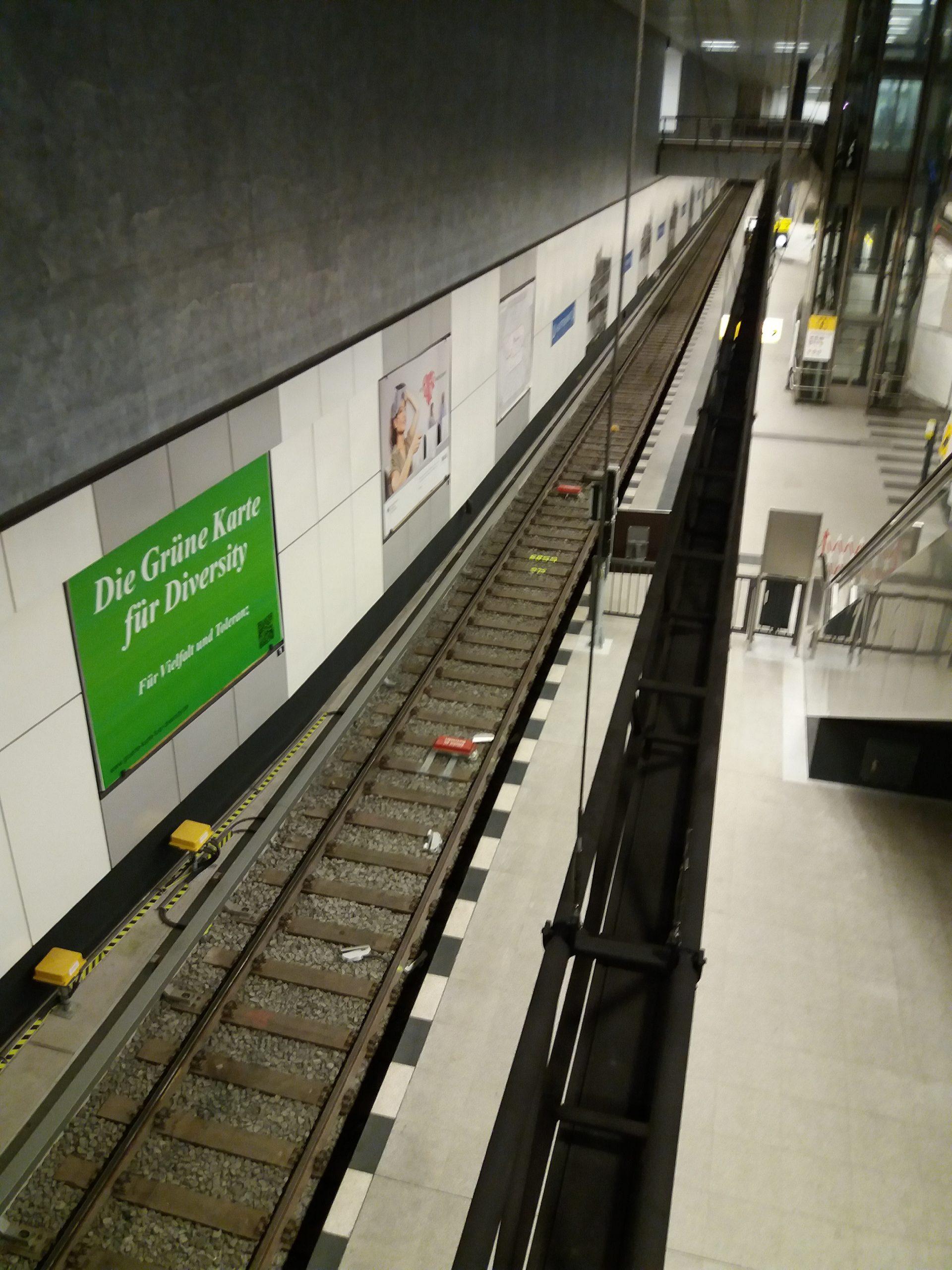 Grüne Karte für Diversity am Berliner Hauptbahnhof